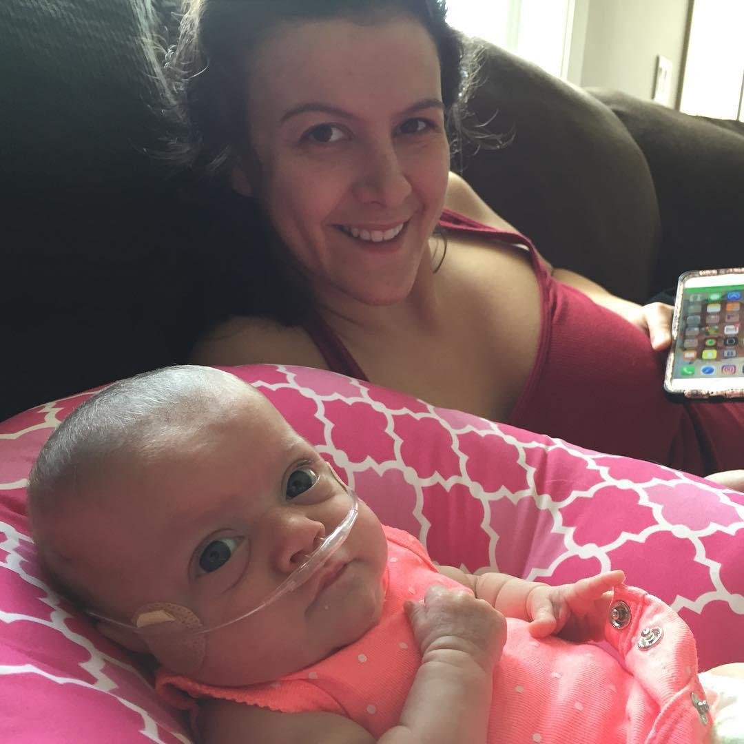 Em bé sinh non 14 tuần, nặng chưa đầy 0,5kg và hành trình sống sót kỳ diệu lấy đi nước mắt của hàng triệu người - Hình 11