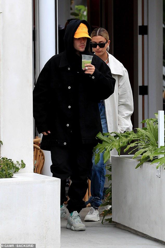 Justin Bieber tức giận khi phát hiện bị chụp lén lúc đi chơi với vợ - Hình 1