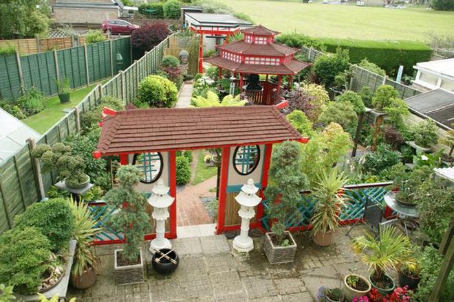 Khu vườn Nhật bí ẩn phía sau nhà cặp vợ chồng Anh - Hình 2
