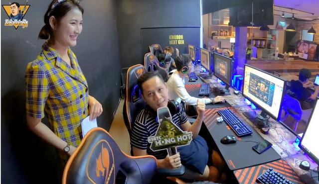 LMHT: Cô giáo Linh Dolce làm MC, thầy Ba và team SBTC gáy vang trời trước thềm đại chiến với BM - Hình 1