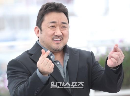 Một cặp bố con sắp lên xe hoa: Tài tử Train to Busan tuyên bố cưới tình trẻ gợi cảm kém 17 tuổi tại Cannes? - Hình 5