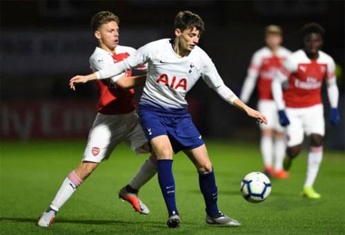 Pochettino đưa cầu thủ 17 tuổi vào danh sách chuẩn bị đấu Liverpool - Hình 1