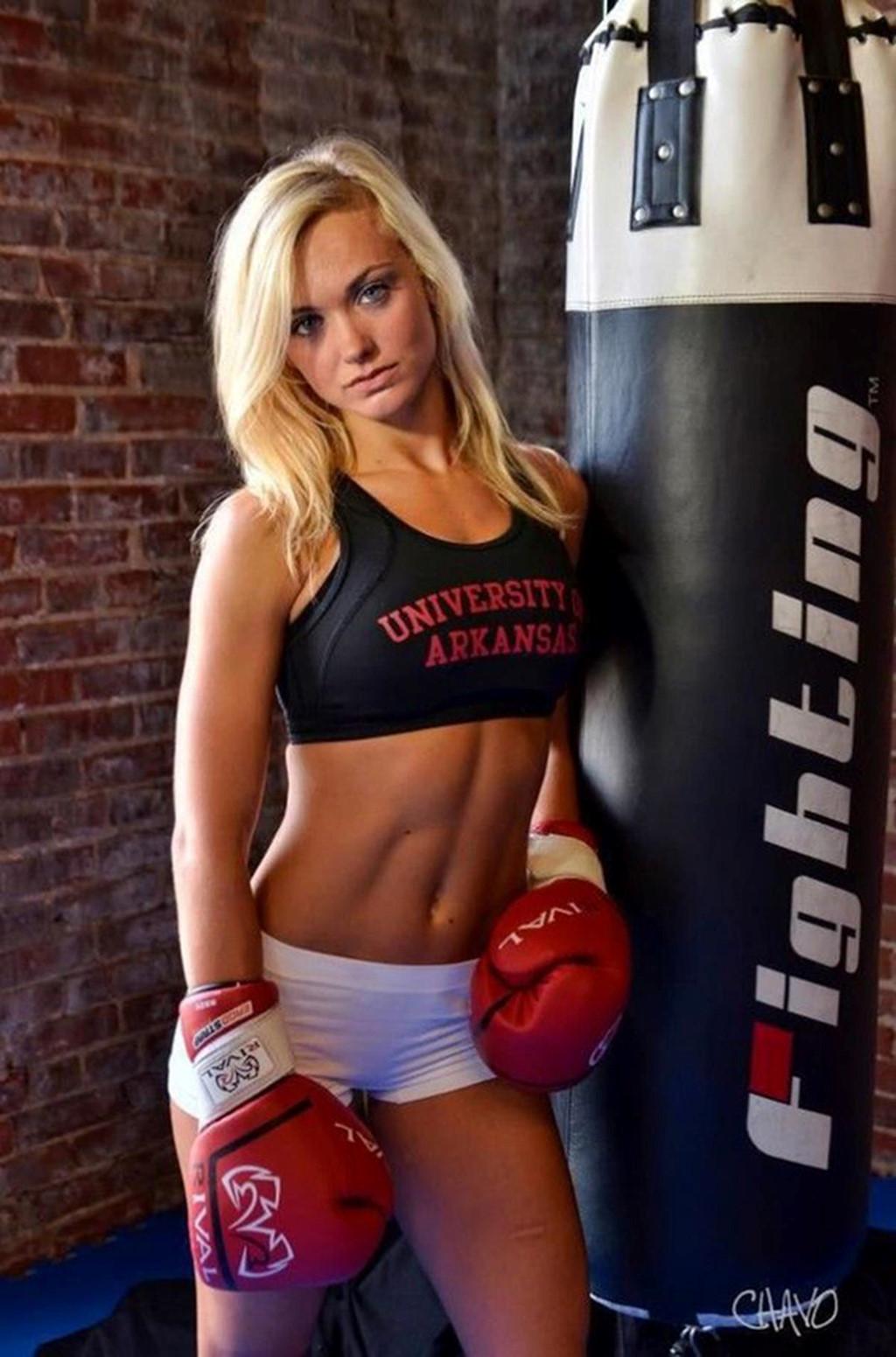 Ronda Rousey và những nữ võ sĩ gợi cảm đình đám trên sàn MMA - Hình 3