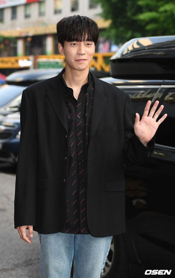 Tiệc liên hoan Vagabond: Lee Seung Gi vắng mặt, Suzy xinh xắn bên Shin Sung Rok - Hình 4