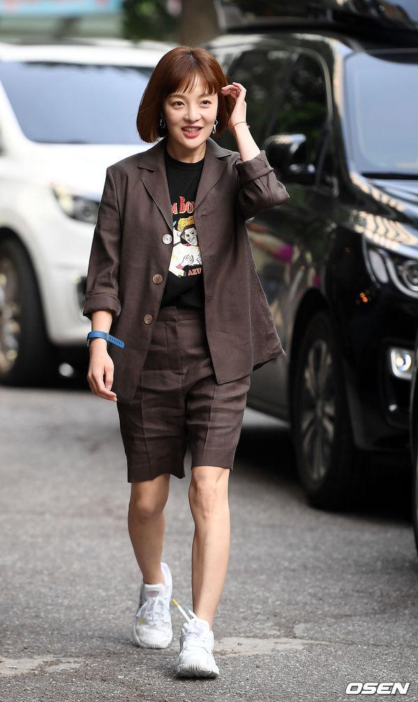 Tiệc liên hoan Vagabond: Lee Seung Gi vắng mặt, Suzy xinh xắn bên Shin Sung Rok - Hình 6