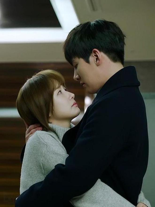 Từng yêu cả tập đoàn nam thần, ánh mắt tình tứ nhất của Park Min Young là dành cho ai? - Hình 11