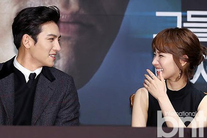 Từng yêu cả tập đoàn nam thần, ánh mắt tình tứ nhất của Park Min Young là dành cho ai? - Hình 18