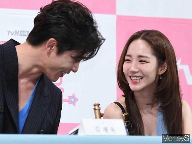 Từng yêu cả tập đoàn nam thần, ánh mắt tình tứ nhất của Park Min Young là dành cho ai? - Hình 42