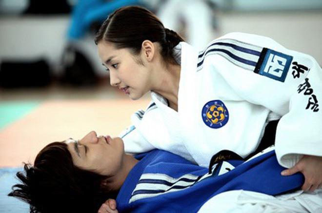 Từng yêu cả tập đoàn nam thần, ánh mắt tình tứ nhất của Park Min Young là dành cho ai? - Hình 22