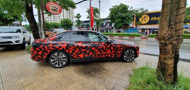 VinFast Lux đi đăng kiểm tại Việt Nam, sẵn sàng bán ra vào tháng sau - Hình 4