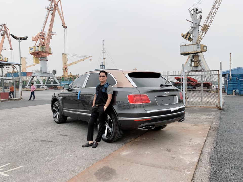 Bentley Bentayga V8 đầu tiên về Việt Nam đã được doanh nhân quận 12 tậu ngay lập tức - Hình 1