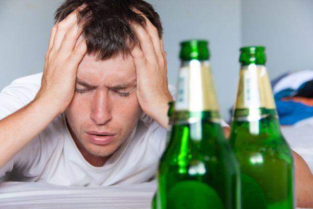 Bị chém rách cơ vì không chịu uống rượu với bạn cùng phòng - Hình 1
