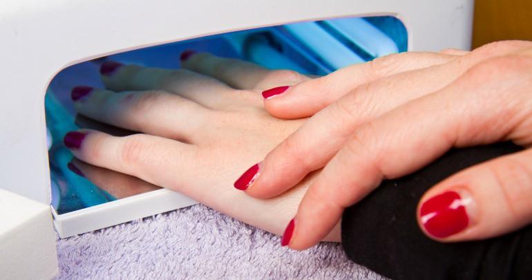 Chuyên gia lý giải thực hư vụ sơn móng tay dạng gel gây ung thư da và những người có nguy cơ ung thư cao nhất - Hình 3