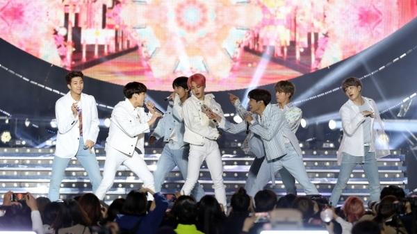 Để BTS tổ chức concert thành công nơi trời Tây, Big Hit đã phải trả giá đắt như thế nào? - Hình 1