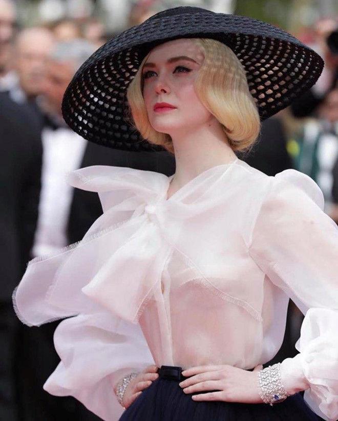 Giám khảo trẻ tuổi nhất tại Cannes 2019 - Elle Fanning là nữ hoàng thời trang đích thực - Hình 3
