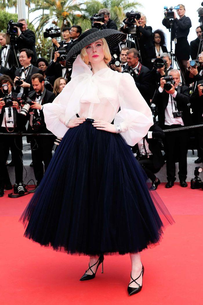 Giám khảo trẻ tuổi nhất tại Cannes 2019 - Elle Fanning là nữ hoàng thời trang đích thực - Hình 1
