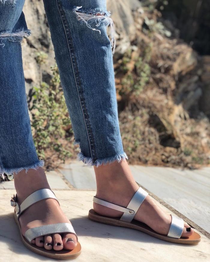 Hè này đi đâu cũng thấy 5 kiểu sandal siêu xinh siêu hot này - Hình 2