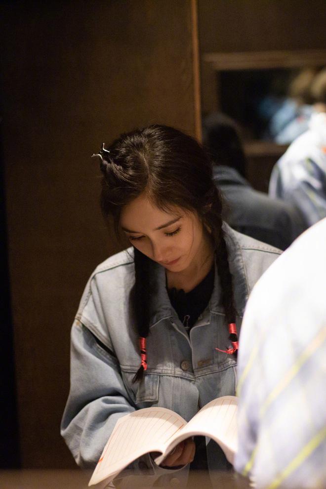 Hình ảnh của Dương Mịch hậu ly hôn Lưu Khải Uy: Trẻ lại chục tuổi, không khác nào thiếu nữ đôi mươi - Hình 7