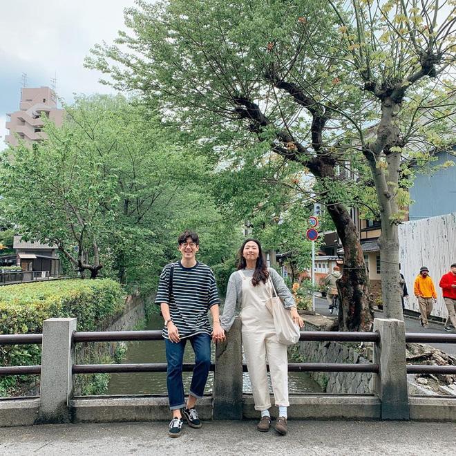 Học cách pose dáng như cặp đôi người Hàn này, đảm bảo có ngay loạt ảnh du lịch đáng yêu không trượt phát nào - Hình 16