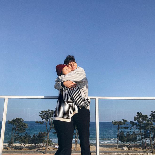 Học cách pose dáng như cặp đôi người Hàn này, đảm bảo có ngay loạt ảnh du lịch đáng yêu không trượt phát nào - Hình 5