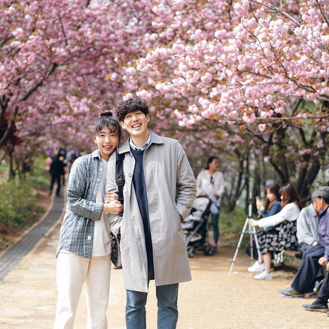 Học cách pose dáng như cặp đôi người Hàn này, đảm bảo có ngay loạt ảnh du lịch đáng yêu không trượt phát nào - Hình 17