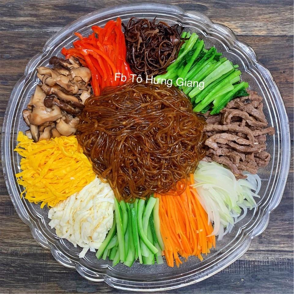 Hôm nay ăn gì: Cuối tuần đổi món cho gia đình với miến trộn Hàn Quốc - Hình 1