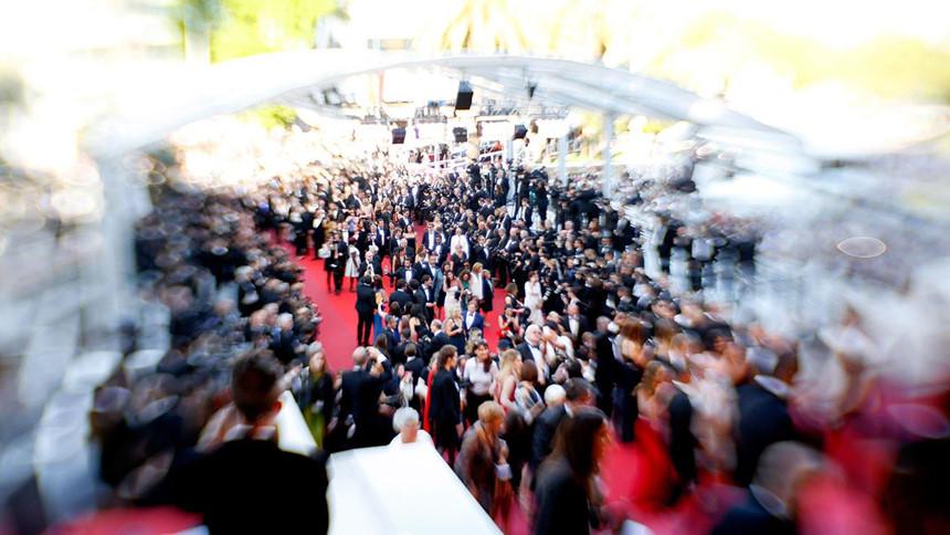 LHP Cannes - sự hào nhoáng lố bịch, gái điếm và tiệc đêm triệu USD - Hình 5
