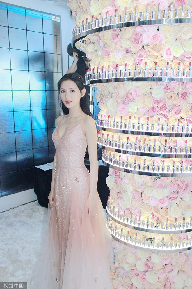 Nhan sắc bạn gái cũ của thiếu gia Vương Tư Thông được bàn tán - Hình 5
