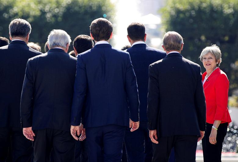 Những khoảnh khắc đáng nhớ trong 3 năm đương chức của Thủ tướng Anh - Hình 8