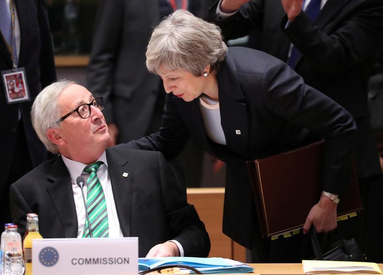 Những khoảnh khắc đáng nhớ trong 3 năm đương chức của Thủ tướng Anh - Hình 10