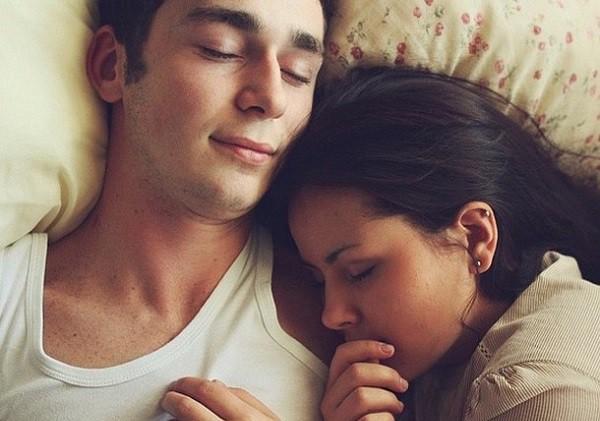 Nửa đêm tỉnh giấc, tôi bật ngửa la lớn vì thấy dấu vết trên lưng chồng - Hình 2