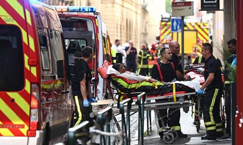 Pháp truy lùng thủ phạm gây ra vụ nổ tại Lyon làm 13 người bị thương - Hình 1