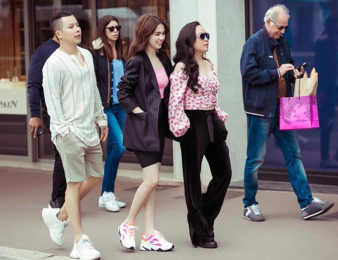 Phượng Chanel dạo phố Cannes cùng Ngọc Trinh - Hình 3