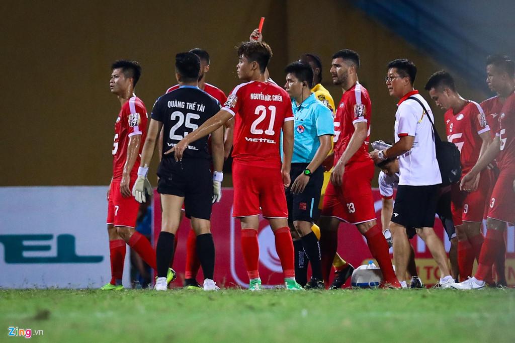 Sao U23 Việt Nam ngăn đồng đội lao vào ăn thua đủ với trọng tài - Hình 3