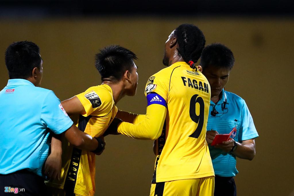 Sao U23 Việt Nam ngăn đồng đội lao vào ăn thua đủ với trọng tài - Hình 5