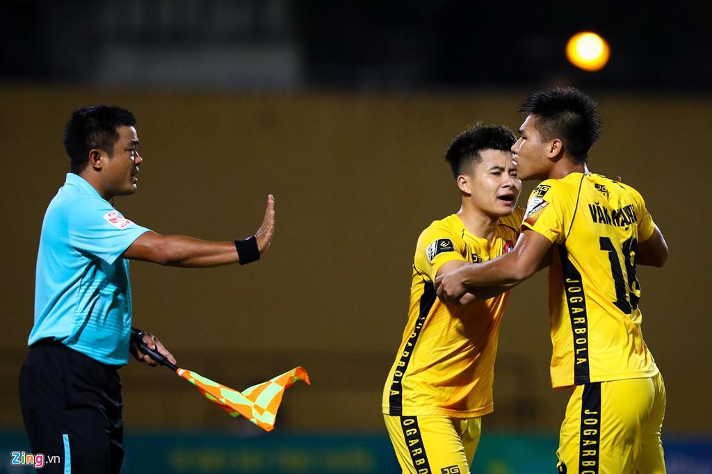 Sao U23 Việt Nam ngăn đồng đội lao vào ăn thua đủ với trọng tài - Hình 6