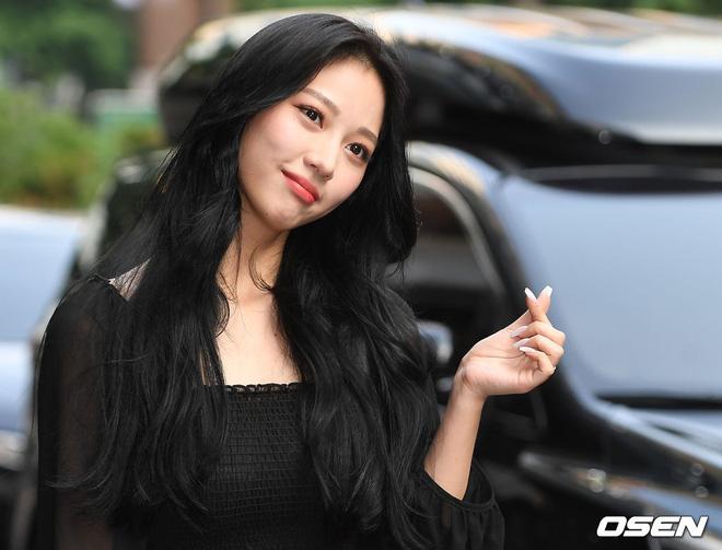 Tiệc mừng công bom tấn Vagabond: Suzy giản dị hết cỡ, xinh xắn nhưng bị nữ phụ vô danh lấn át bên dàn tài tử Hàn - Hình 5