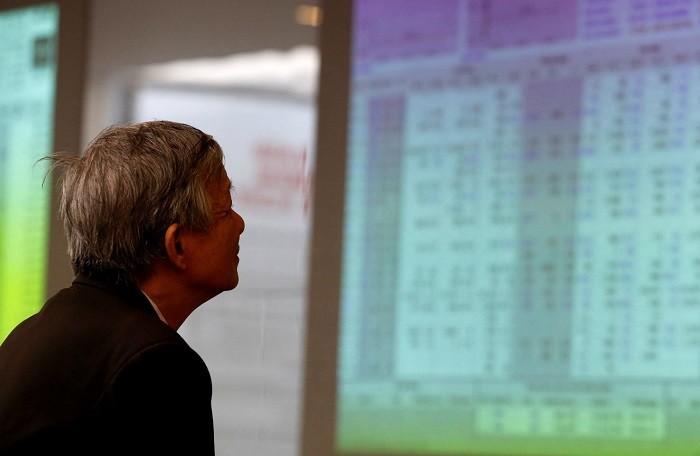 VN-Index trước áp lực quay trở về xu hướng giảm giá: Nhà đầu tư nên làm gì? - Hình 1