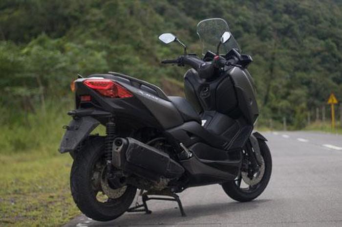 Chi tiết Yamaha XMax 300: Động cơ 292cc, giá hơn 120 triệu - Hình 6