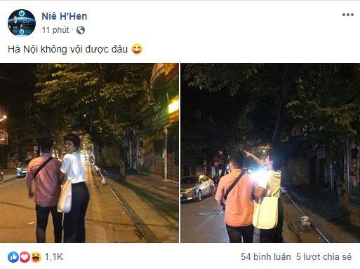 HHen Niê tình tứ với trai lạ tại Hà Nội giữa tâm bão hẹn hò Đen Vâu - Hình 1