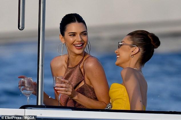 Hình ảnh như mơ của cặp bạn thân siêu mẫu Kendall - Bella: Vừa đẹp vừa sang, đi thuyền hưởng thụ cuộc sống thượng lưu - Hình 4