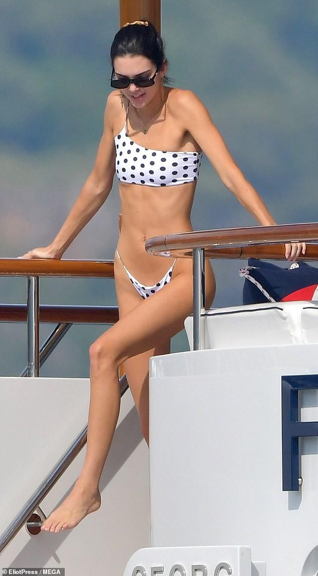 Hình ảnh như mơ của cặp bạn thân siêu mẫu Kendall - Bella: Vừa đẹp vừa sang, đi thuyền hưởng thụ cuộc sống thượng lưu - Hình 8