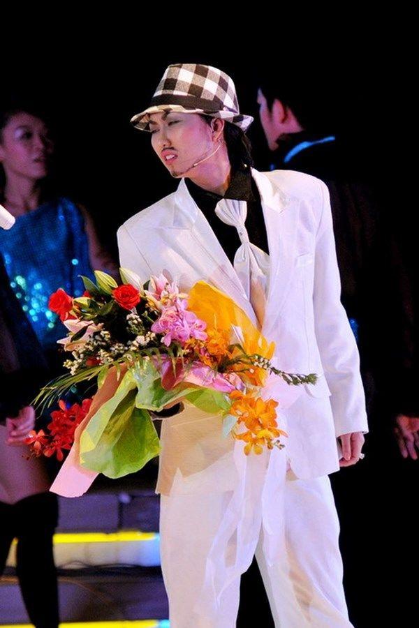 Loạt sao nữ tiến hóa thành nam, HHen Niê như nam thần Ả rập, Hari Won chuẩn oppa Hàn Quốc - Hình 15