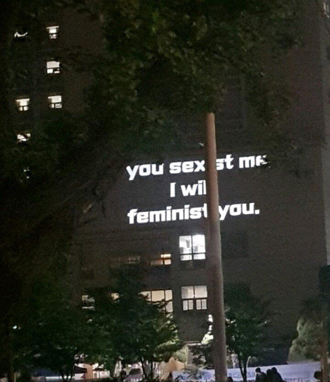 Nữ sinh Hàn Quốc thắp sáng biểu ngữ đòi nữ quyền khắp ký túc xá - Hình 4