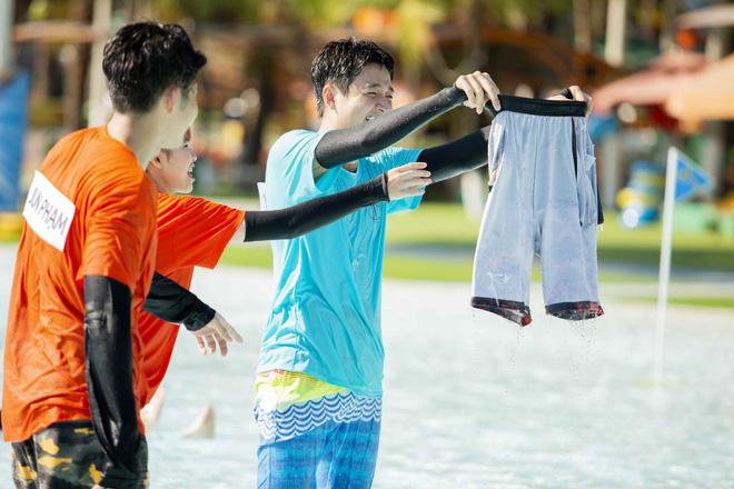 Running Man: Bị Kelvin Khánh chơi xấu, Trấn Thành quyết định... cởi luôn quần - Hình 4