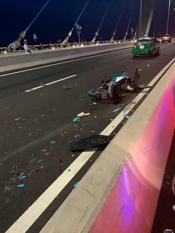 Thanh niên chụp ảnh đứng trên cầu cùng dòng chia sẻ ẩn ý rồi lao thẳng vào làn ô tô gây tai nạn - Hình 3