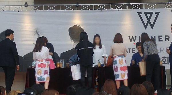 Thành viên Mino (WINNER) được khen ngợi hết lời vì đối xử lịch thiệp với đồng nghiệp nữ - Hình 3