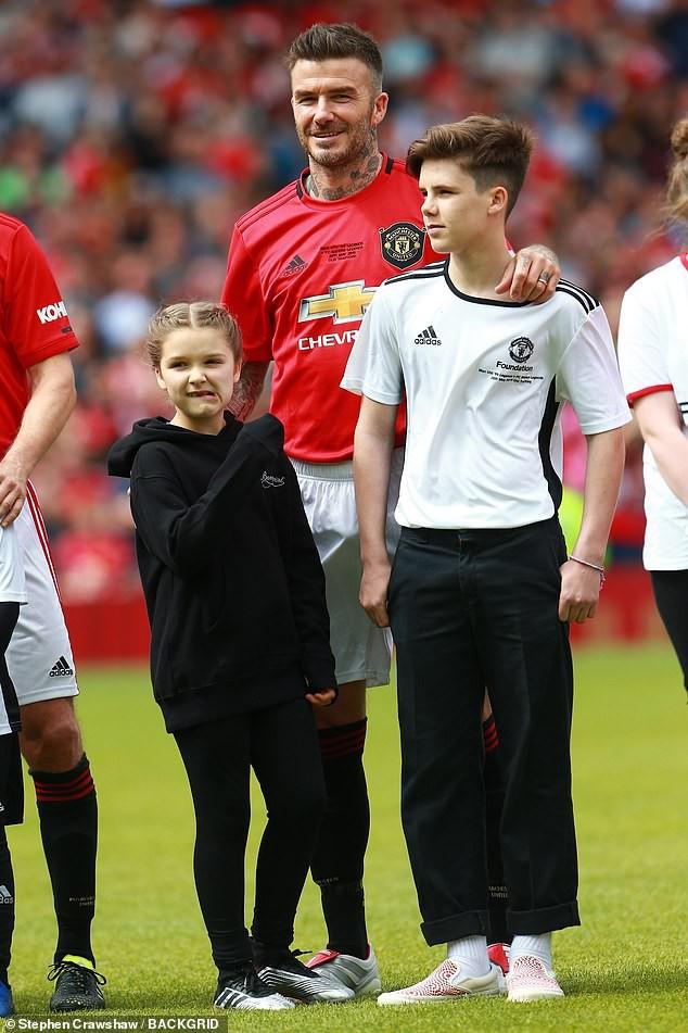 Bắt gặp Harper cùng mẹ đi cổ vũ David Beckham thi đấu, ai ngờ cô bé đã lớn và xinh đến mức này rồi - Hình 5