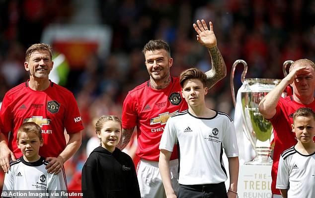 Bắt gặp Harper cùng mẹ đi cổ vũ David Beckham thi đấu, ai ngờ cô bé đã lớn và xinh đến mức này rồi - Hình 7