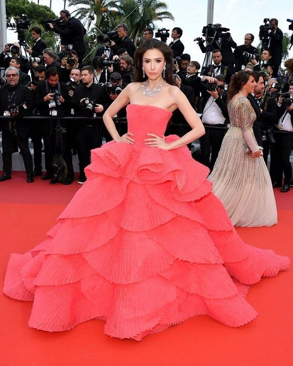 Bộ váy tai tiếng của Ngọc Trinh không hề lọt Top trang phục đẹp nhất Cannes trên tạp chí uy tín - Hình 8